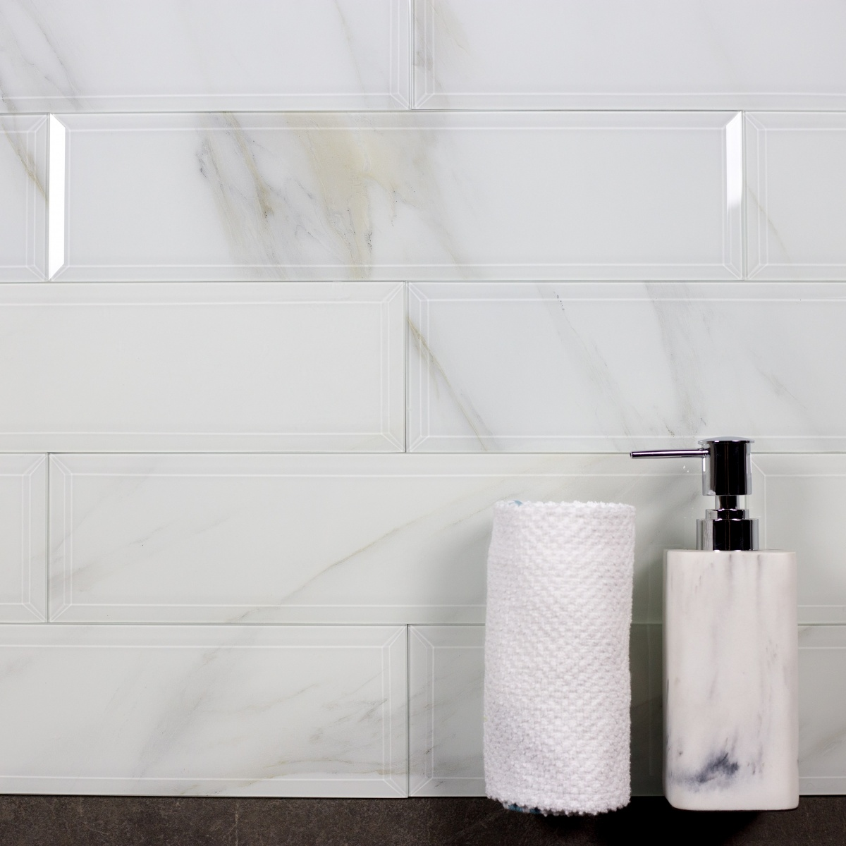 Nature 4 In X 16 In Glass Subway Tile In Calacatta Beveled