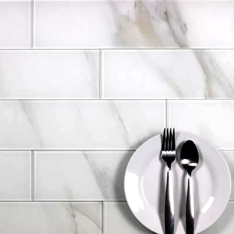"Nature 4"" x 16"" Glass Marble Look Tile in Calacatta"